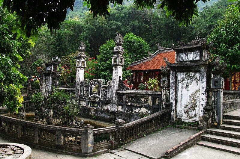 temples-et-pagodes-c3a0-hanoi-pagode-des-parfums-2566511